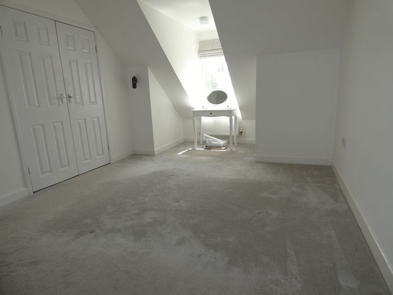 3 bed house to rent in Redshank Way 10