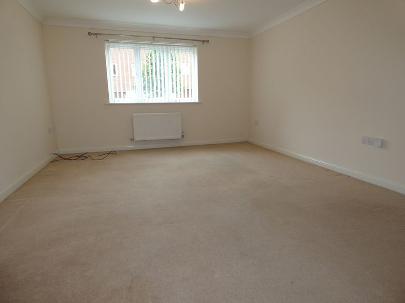2 bed flat to rent in Osier Avenue  - Property Image 4