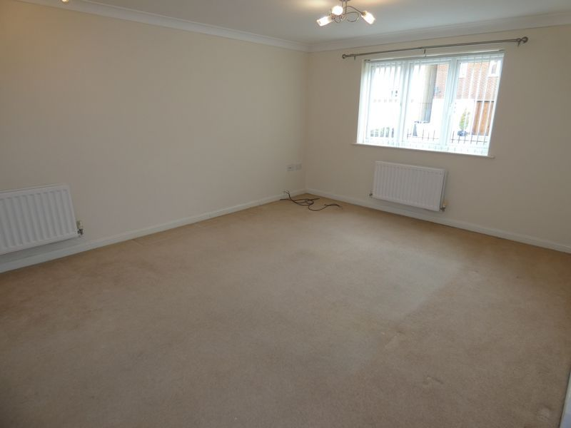 2 bed flat to rent in Osier Avenue 5
