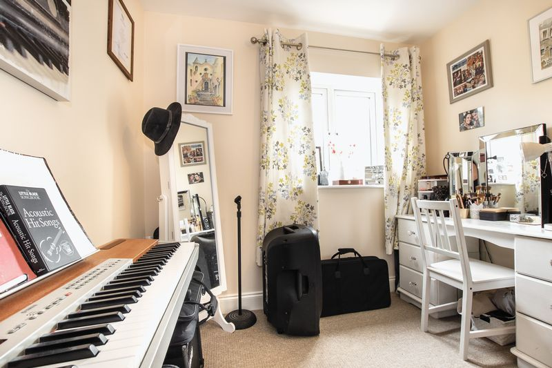 2 bed flat for sale in Eye Road 12