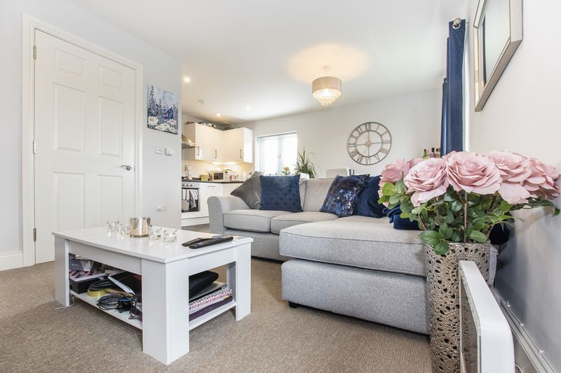 2 bed flat for sale in Eye Road 4