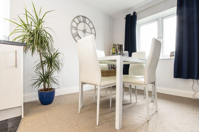 2 bed flat for sale in Eye Road 5