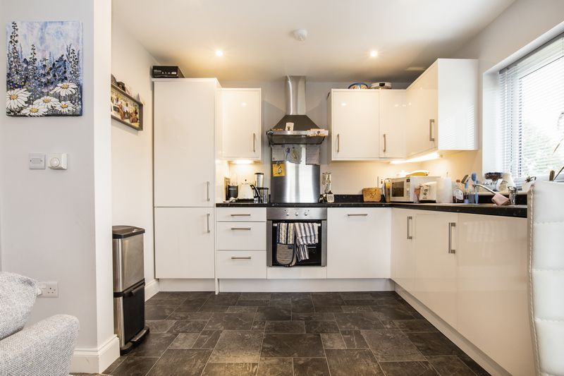 2 bed flat for sale in Eye Road 6