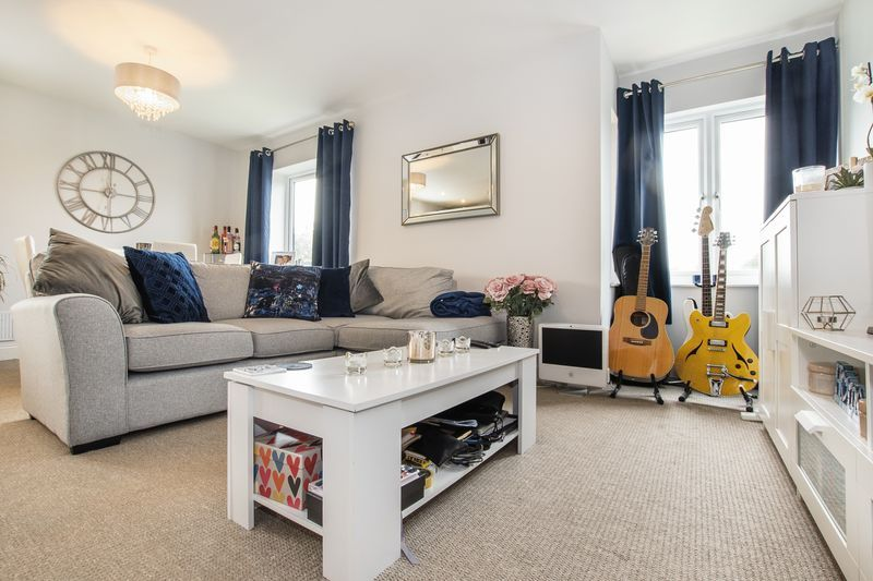 2 bed flat for sale in Eye Road 7