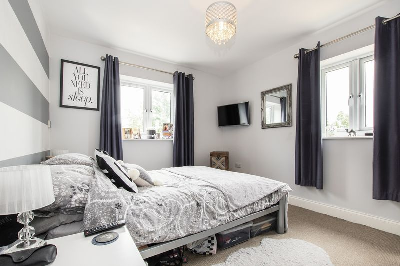 2 bed flat for sale in Eye Road 8