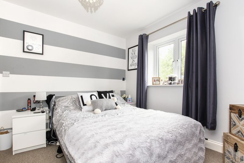 2 bed flat for sale in Eye Road 9
