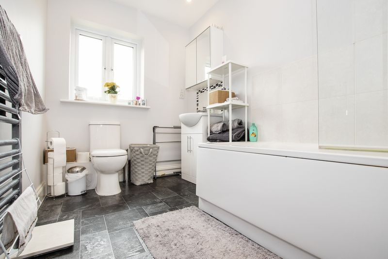 2 bed flat for sale in Eye Road 10