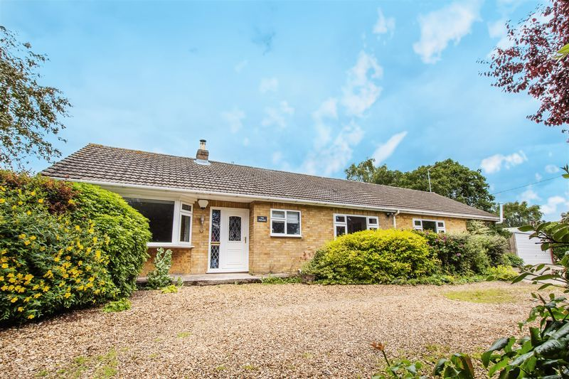 4 bed bungalow for sale in New Meadow Drove, PE7