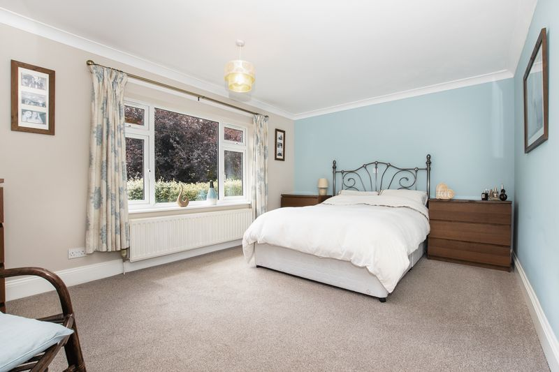 4 bed bungalow for sale in New Meadow Drove 9