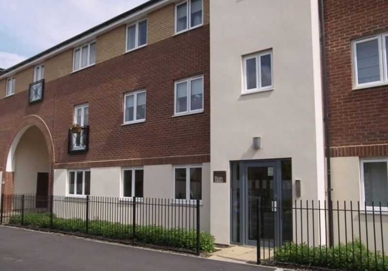 2 bed flat to rent in Osier Avenue 1