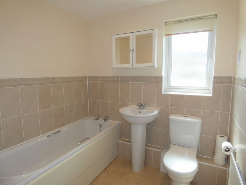 2 bed flat to rent in Osier Avenue 7