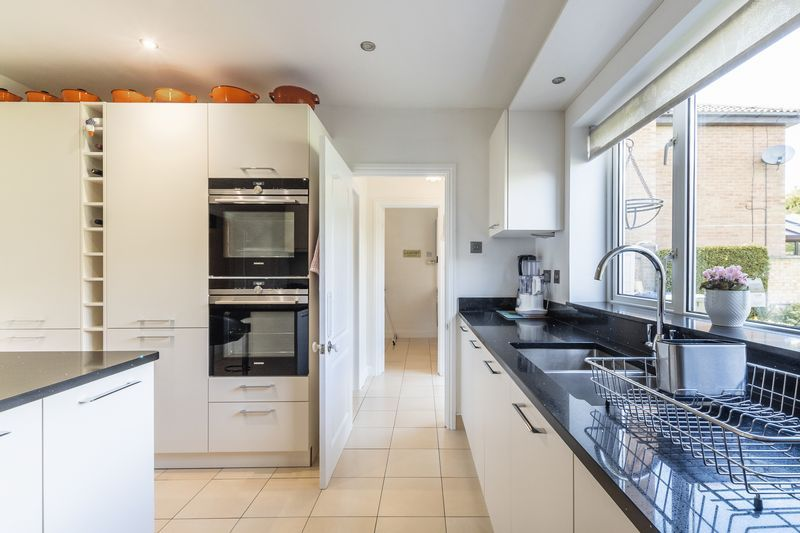 6 bed house for sale in Nursery Gardens  - Property Image 3