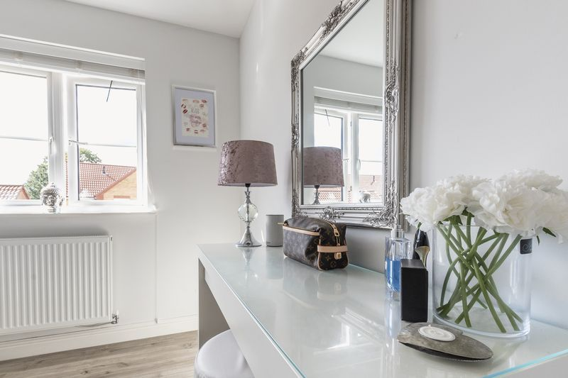 3 bed house for sale in Sandleford Drive 1