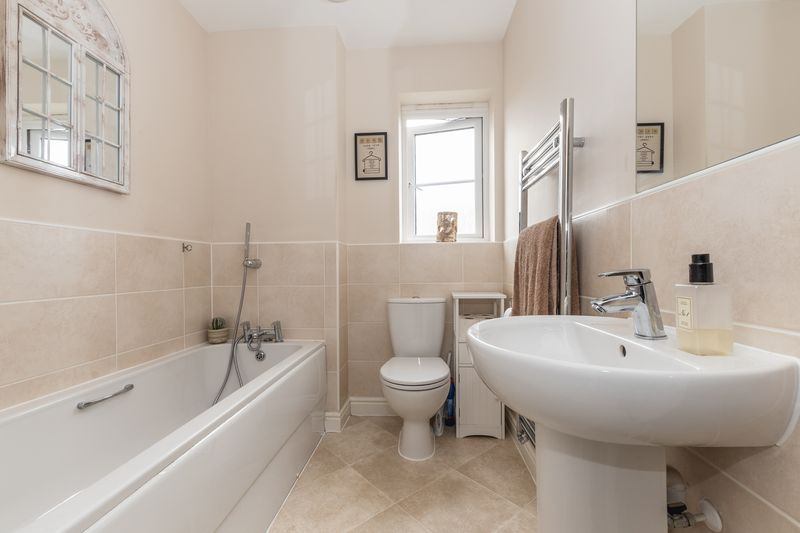 3 bed house for sale in Sandleford Drive 15
