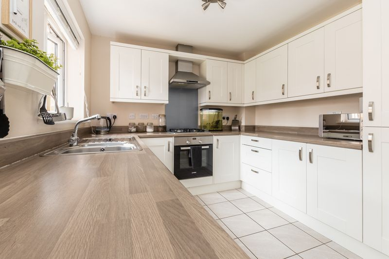 3 bed house for sale in Sandleford Drive 5
