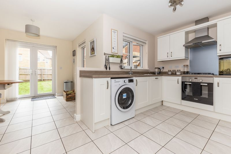 3 bed house for sale in Sandleford Drive 6
