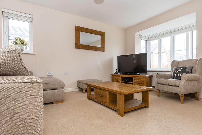 3 bed house for sale in Sandleford Drive 8