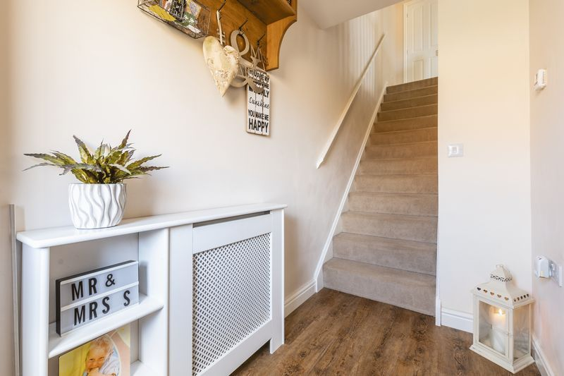 3 bed house for sale in Sandleford Drive 9