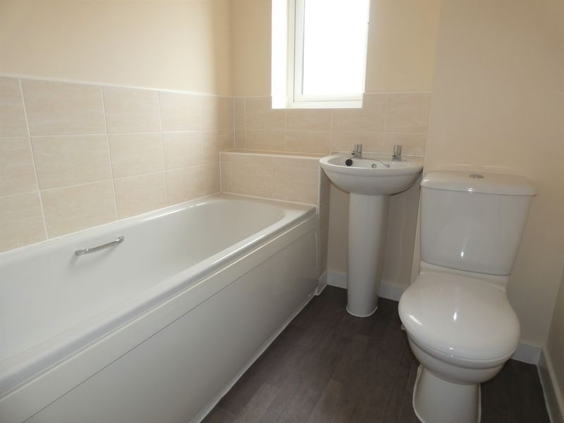 3 bed house to rent in Saxonbury Way  - Property Image 12