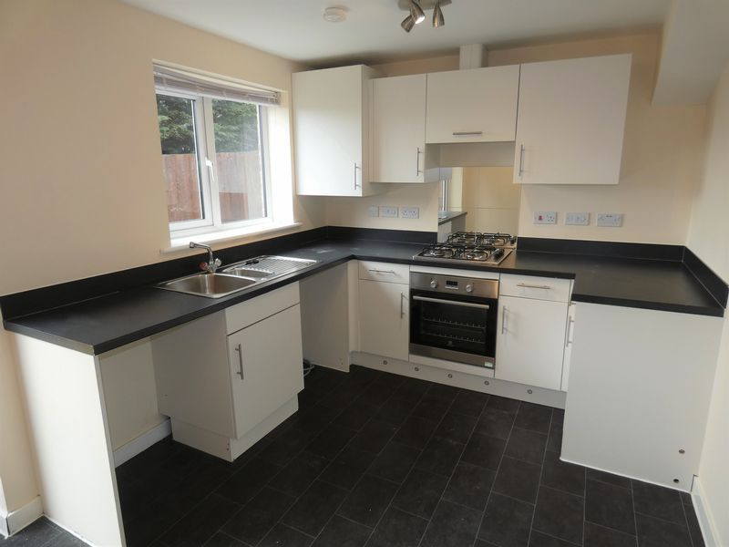 3 bed house to rent in Saxonbury Way 3