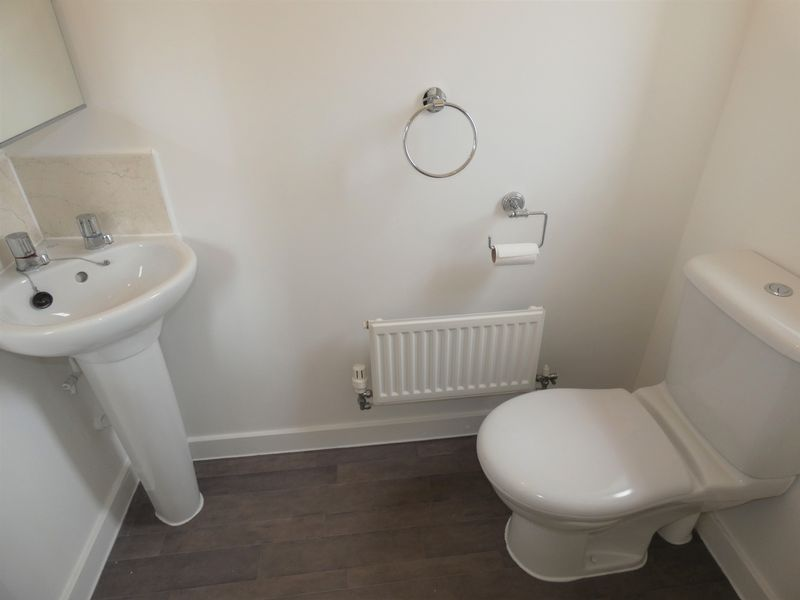 3 bed house to rent in Saxonbury Way 7