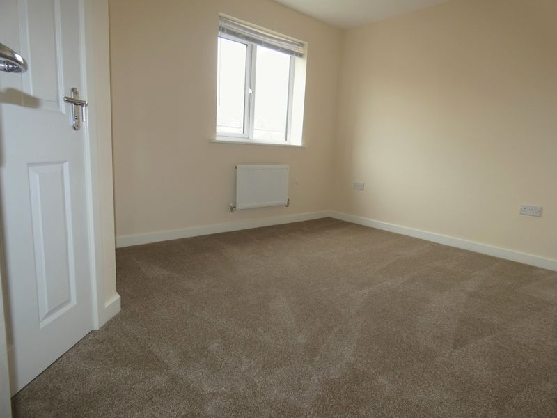 3 bed house to rent in Saxonbury Way  - Property Image 8