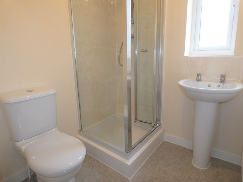 3 bed house to rent in Saxonbury Way 9