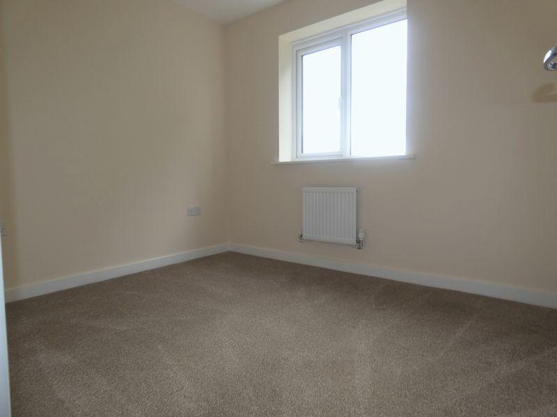 3 bed house to rent in Saxonbury Way 10