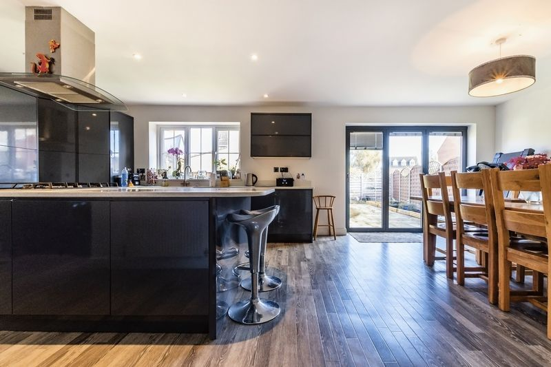 5 bed house for sale in Vokes Street 1