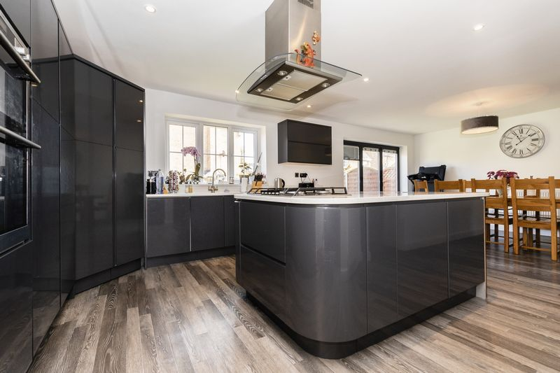 5 bed house for sale in Vokes Street 4