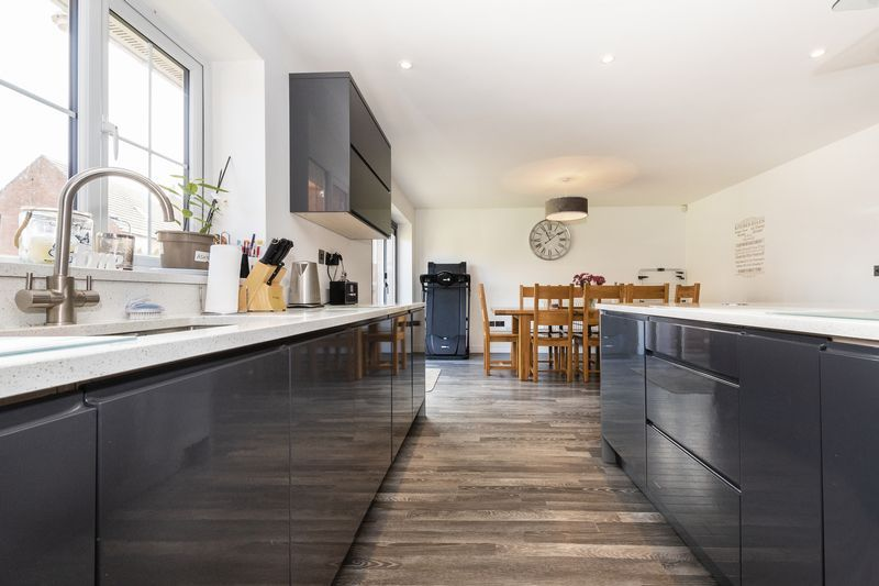 5 bed house for sale in Vokes Street 6