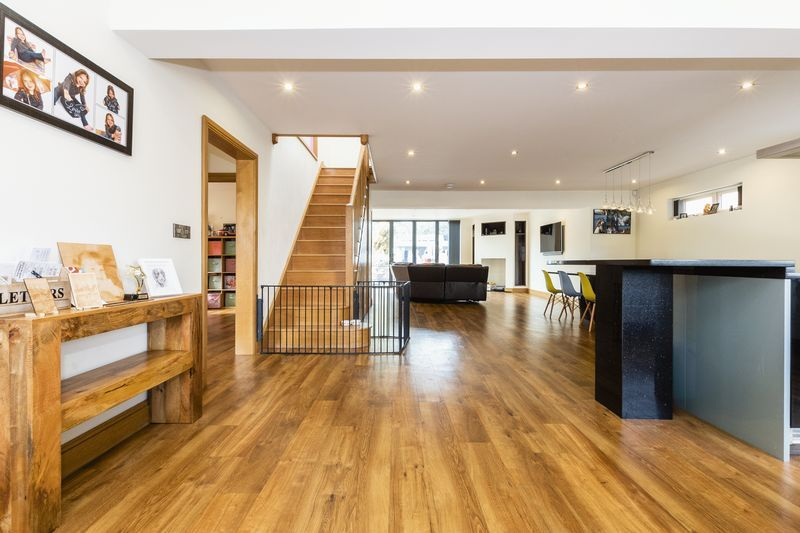 5 bed house for sale in Mount Pleasant  - Property Image 2