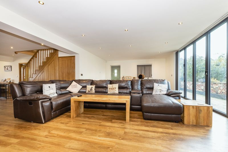5 bed house for sale in Mount Pleasant  - Property Image 6
