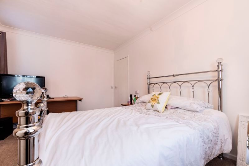 2 bed flat for sale in Bluebell Avenue  - Property Image 5