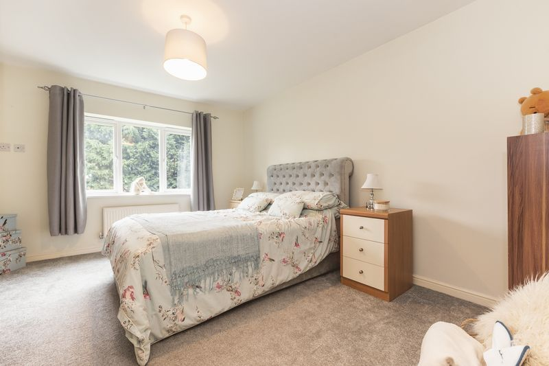 6 bed house for sale in Shackleton Way  - Property Image 15