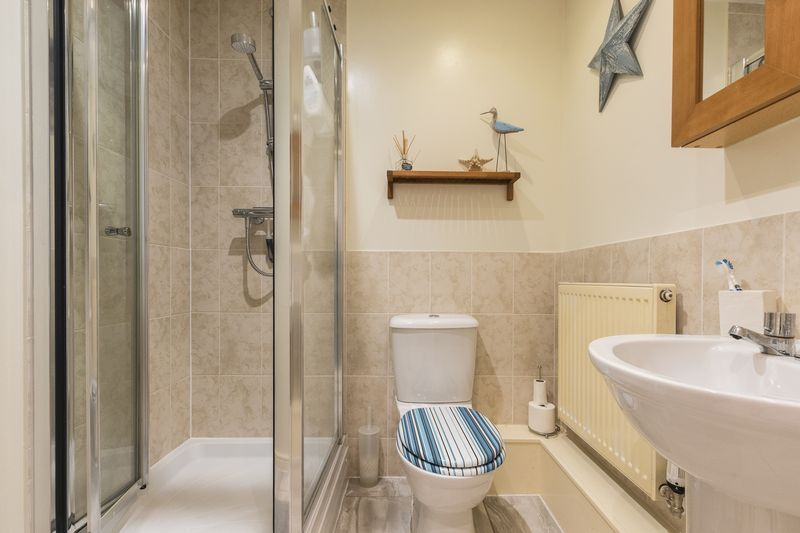 6 bed house for sale in Shackleton Way 16