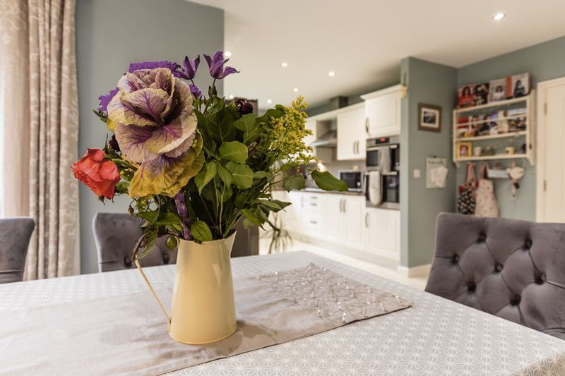 6 bed house for sale in Shackleton Way  - Property Image 3