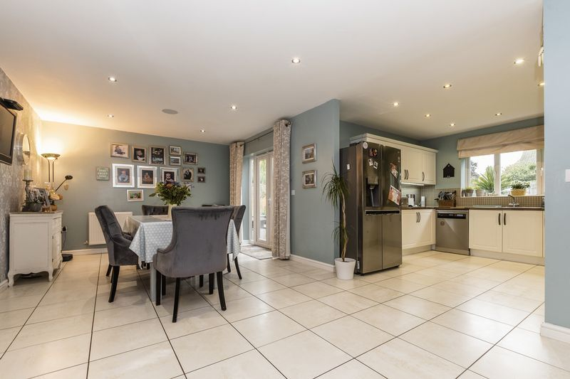 6 bed house for sale in Shackleton Way 6