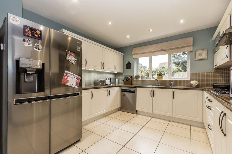 6 bed house for sale in Shackleton Way  - Property Image 7