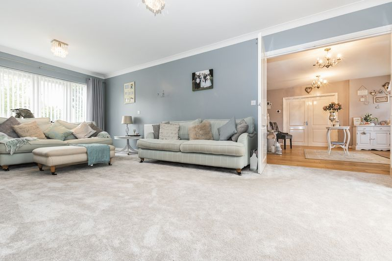 6 bed house for sale in Shackleton Way 9