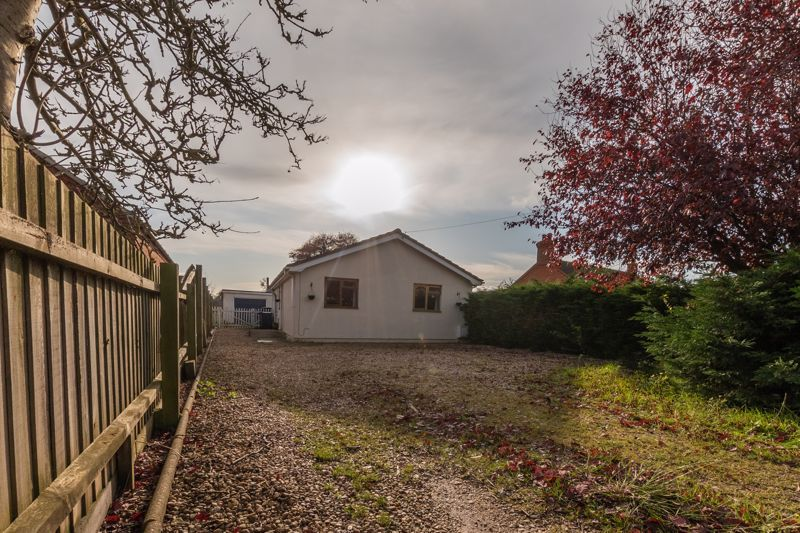 3 bed bungalow for sale in Moulton Chapel Road, PE12