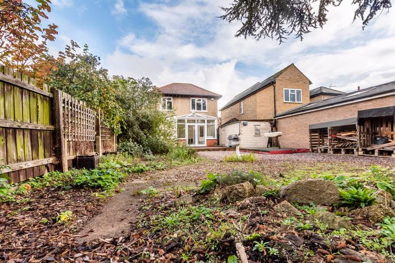 3 bed house for sale in Gordon Avenue 16
