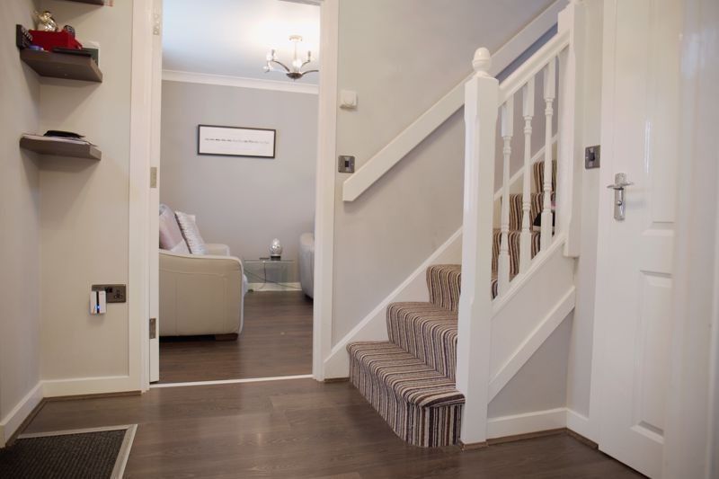 4 bed house for sale in Turnpike Road  - Property Image 2