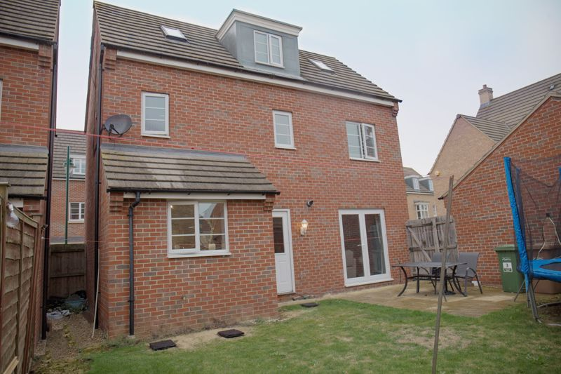 4 bed house for sale in Turnpike Road 17