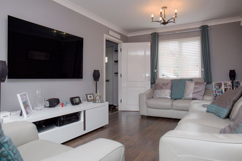 4 bed house for sale in Turnpike Road 4