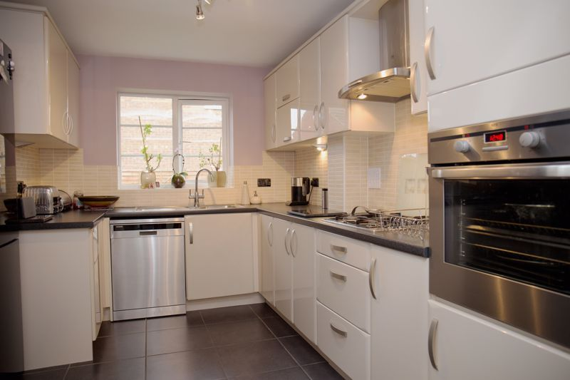 4 bed house for sale in Turnpike Road  - Property Image 5