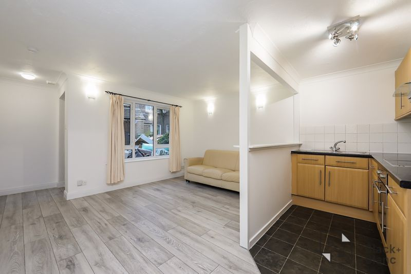 1 bed flat to rent in Milford Mews, SW16