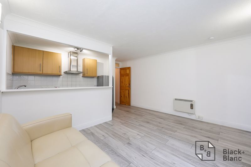 1 bed flat to rent in Milford Mews 7