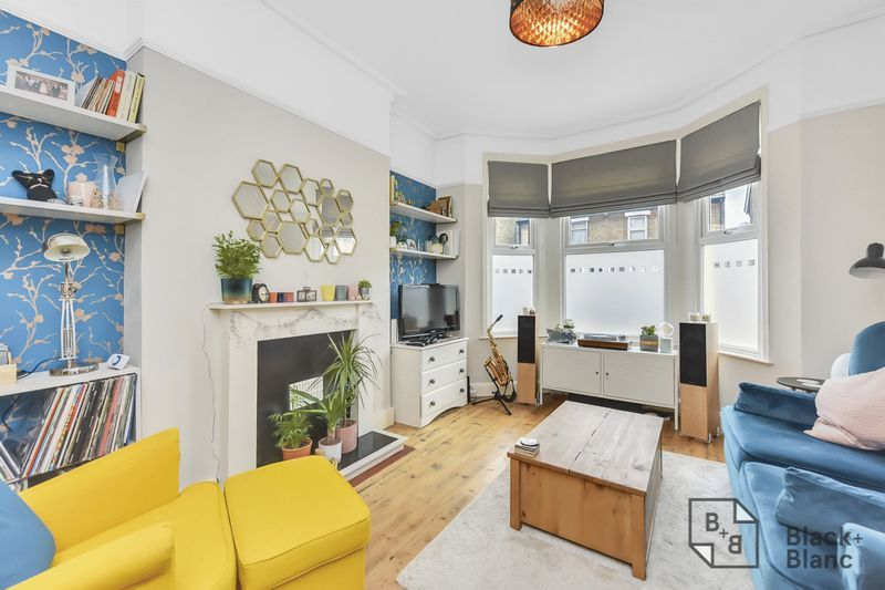2 bed flat to rent in Arundel Road 1