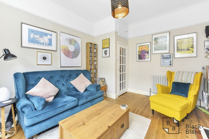 2 bed flat to rent in Arundel Road 2